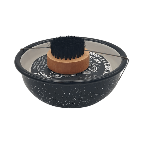 Bol avec brosse et savon de vaisselle