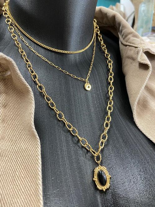 Collier triple rangs avec médaillon noir
