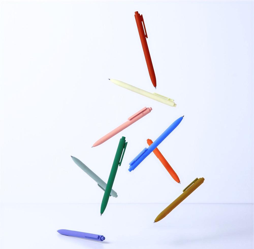 pens, organize office supplies
