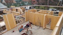 Holzhaus mit Ateliergebäude