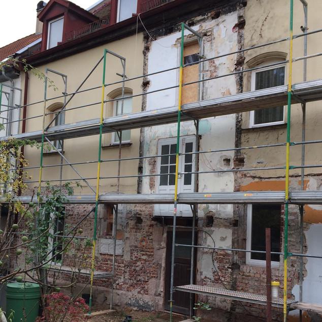 Hoffassade vor der Sanierung