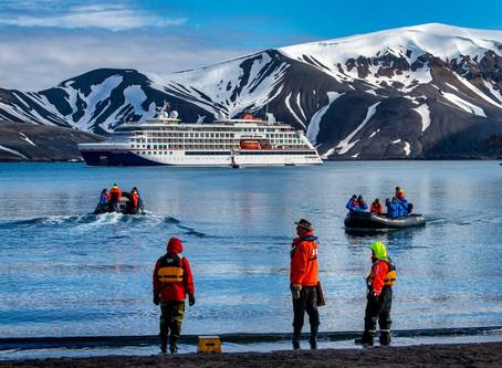 Hapag-Lloyd Cruises bringt Flotte nach Hause - positioniert vier von fünf Schiffen in Hamburg.