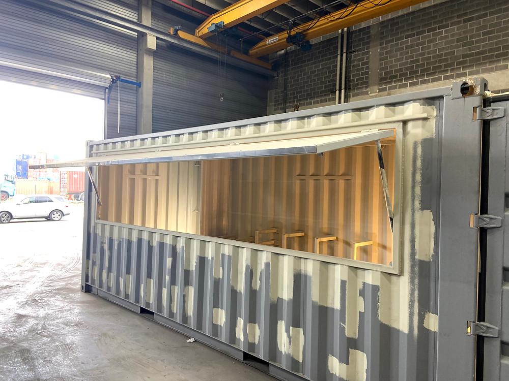 ContainerID work in progress blauwe zeecontainer vakmanschap en ervaren laswerk