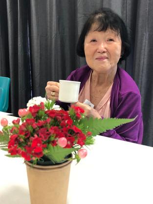 カップ生け花とティータイム