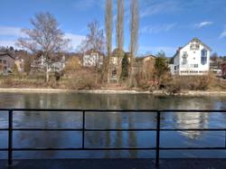 Sitzplatz direkt an der Reuss