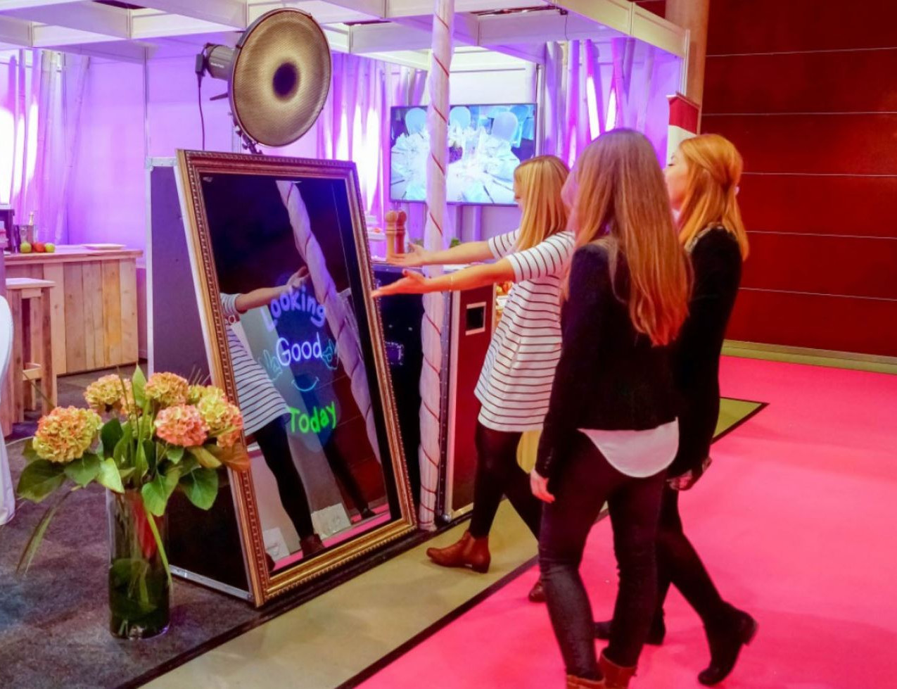 MIrror Booth Fort Lauderdale - Party Rentals - Event Rentals 786-423-8759