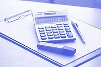 当司法書士事務所にお支払いいただく金額は報酬と費用の合計です。費用には登録免許税など司法書士に依頼しない場合にも必要となるものです。
