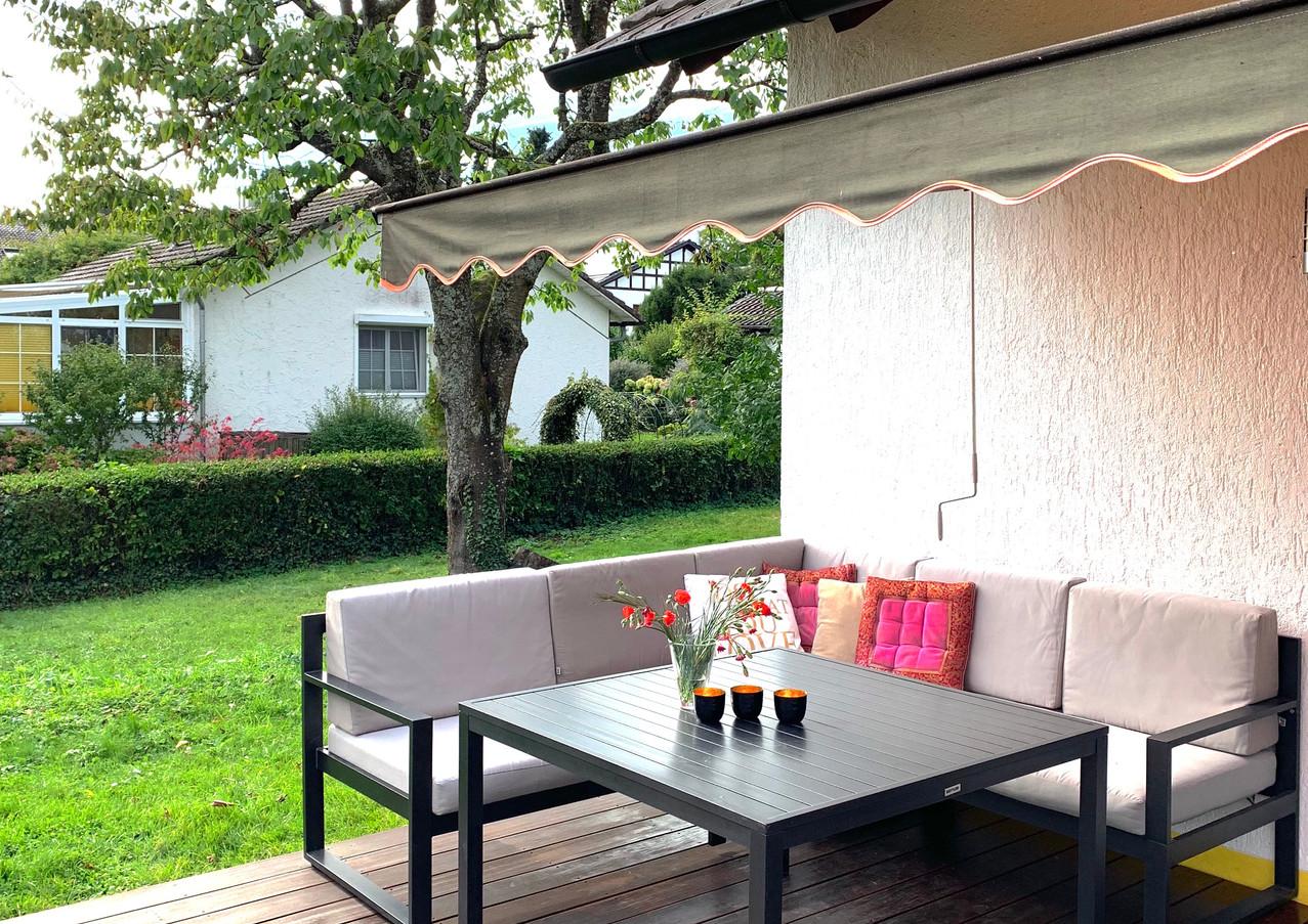 Bequeme Sitzecke auf der Terrasse