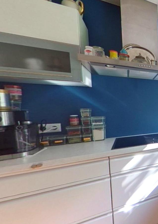 Unsere Moderne Küche. Im Kühlschrank steht bereits ein kleines Starter-Set für Sie bereit.