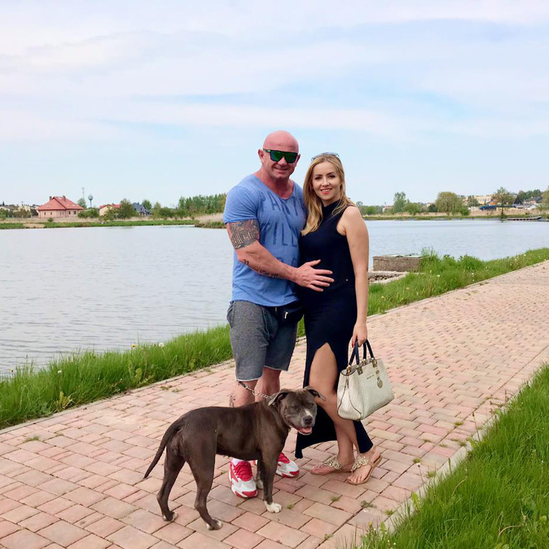 Krystian Pudzianowski i jego ukochana Paula będą mieli dziecko, fot. Facebook artysty