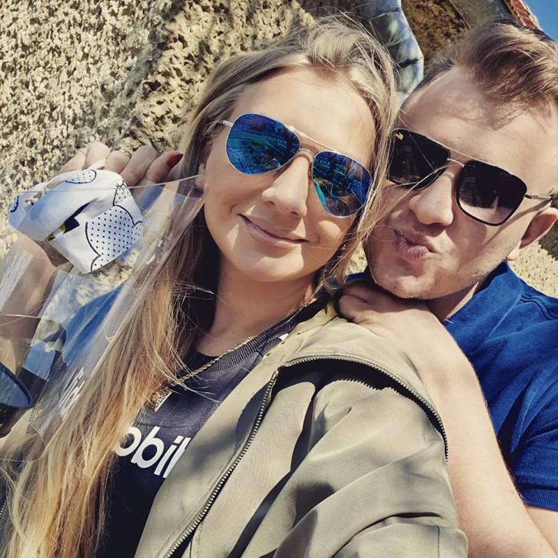 Dawid Narożny z partnerką, fot. Instagram artysty
