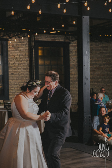 Wisconsin Wedding Photographers - Green Bay wedding reception venues