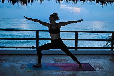 Laura-holmes-yoga-class-isla-mujeres-mex