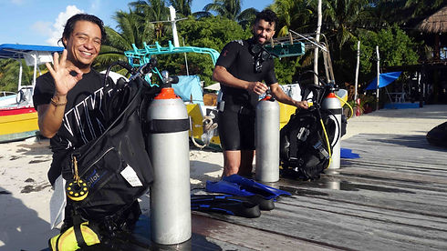 HAPPYDIVERS-PocnaDiveCenter-islamujeres-