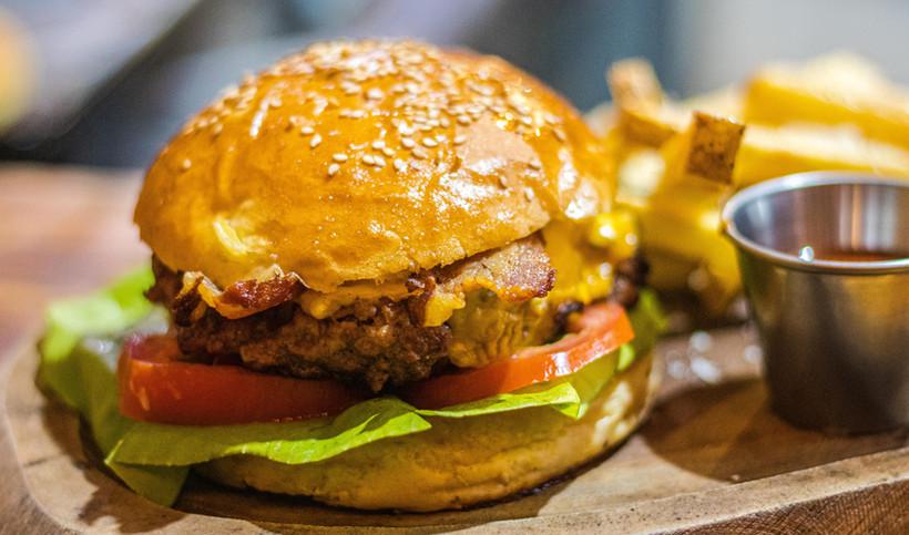 isla-burger-taste-of-isla-isla-mujeres-food-tacos-pizza-whale-shark-padi-scuba-diving-beac