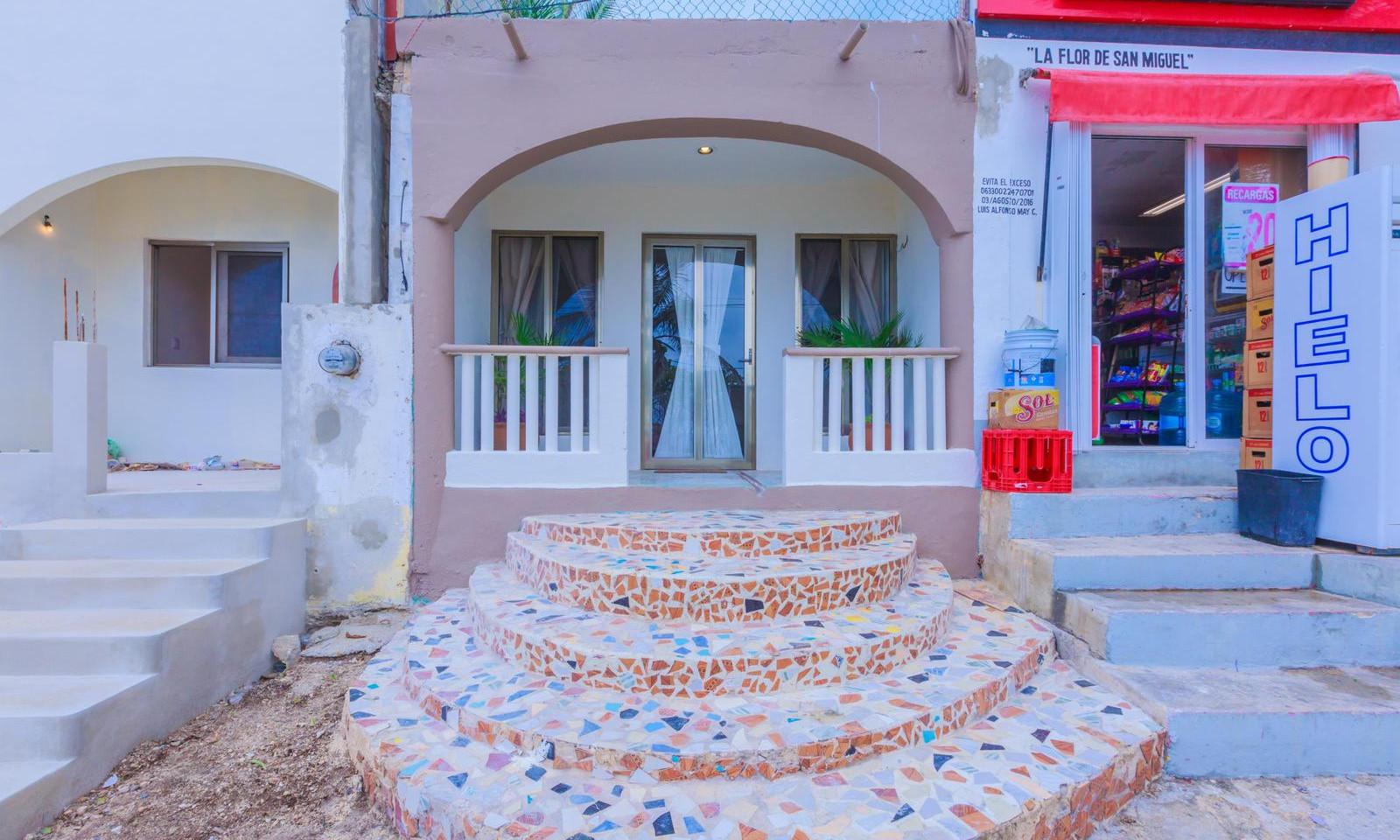 House of Mirrors | Isla Mujeres, Mexico | Taste of Isla