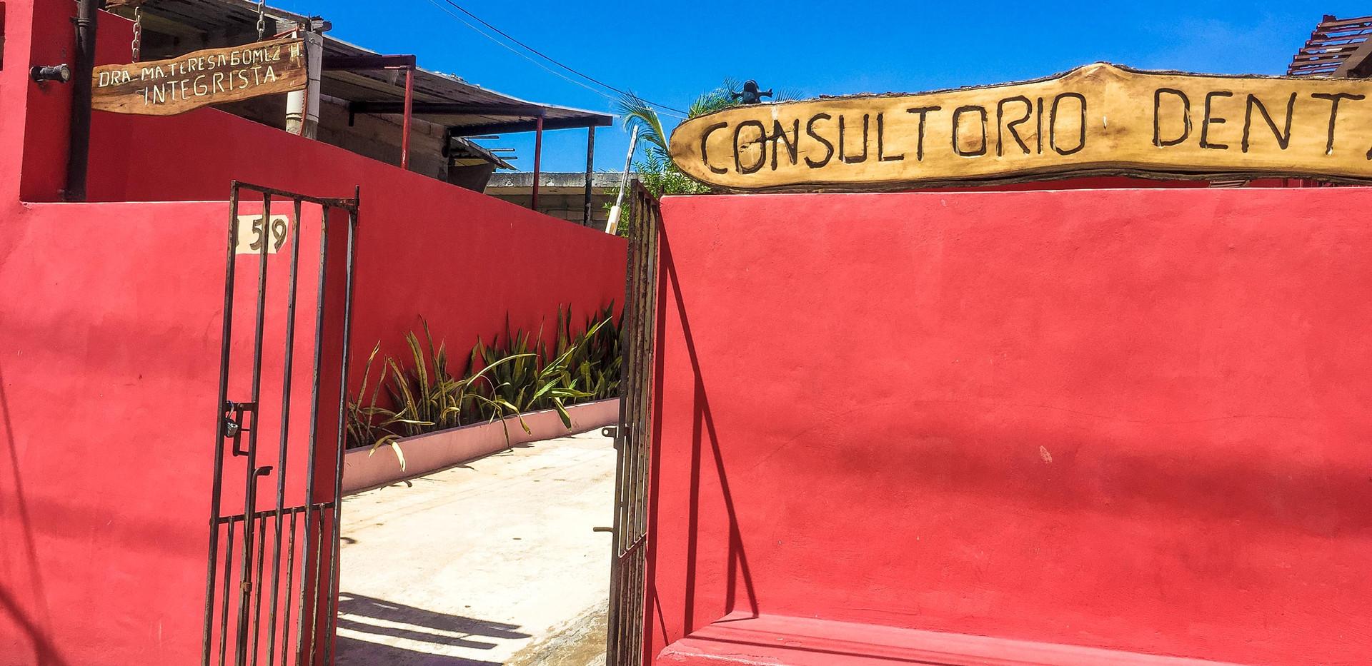 ConsultorioDental1-tasteofisla-islamujer