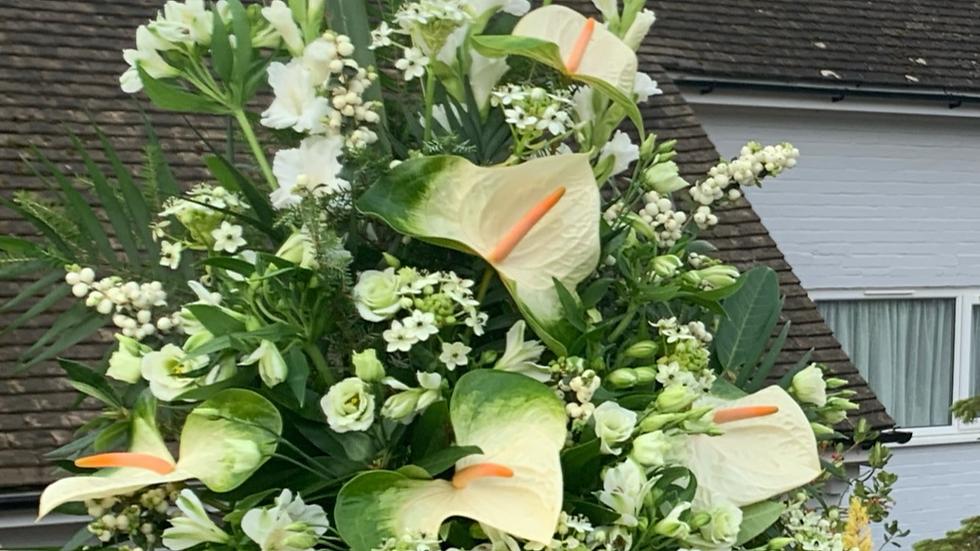 White Lily/Green - Pedestal