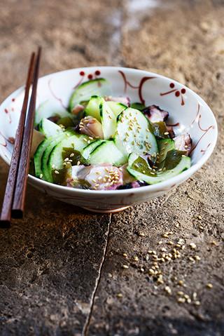 salade de concombre et poulpe marinés au vinaigre