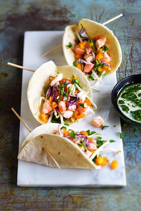 Tacos - tacos aux crevettes, soja, tomates et pesto de roquette