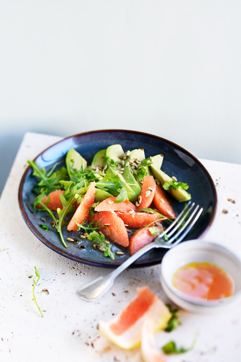 Végétarien - salade avocat pomelo, roquette graines de tournesol
