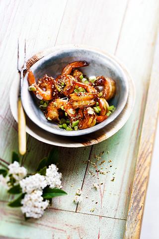 crevette sautées au miel, piment et sésame