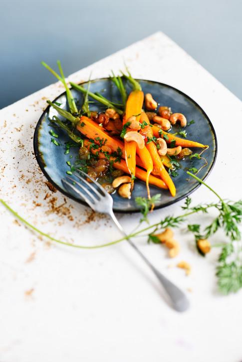 Végétarien - carottes roties au-miel et aux epices, noix de cajou