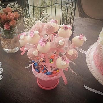 Baby Shower Cake Pops_Red velvet cake wi