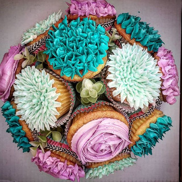 Surprise cupcake centerpiece!! Its alway