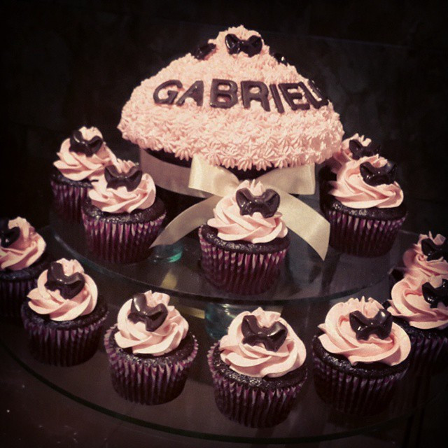 Giant cupcake and cupcakes for baby show