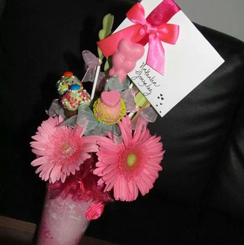 Flowers and candies customed mug arrange