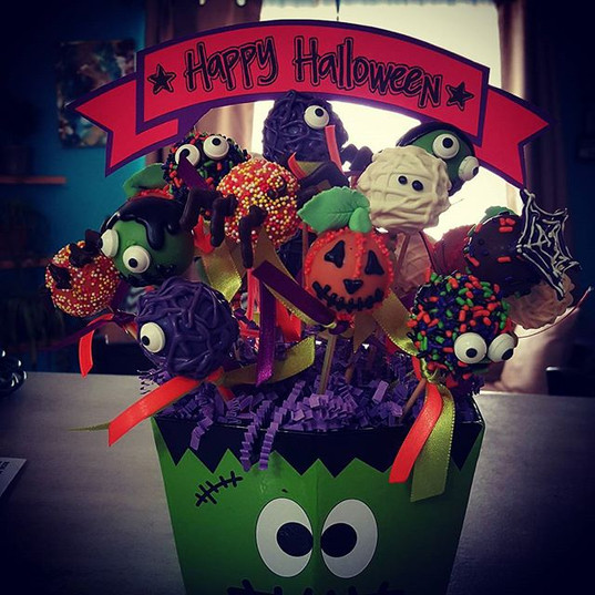 Happy Halloween cake pops