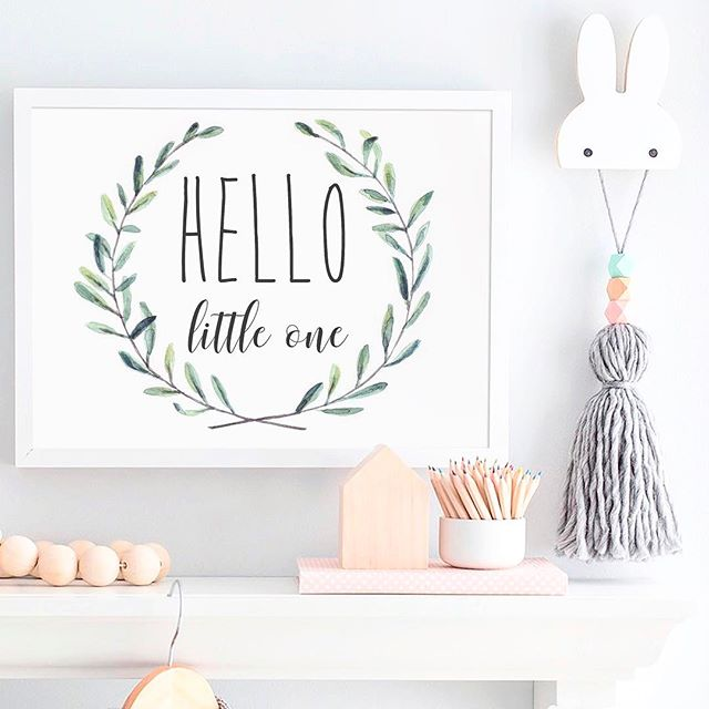 _ HELLO 🍃 __Celebrating May arrival with a new print, this wreath is so delicate and you can custom
