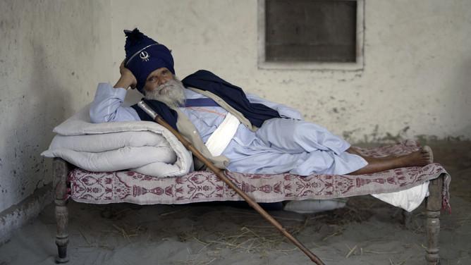 Elder man in Hollamohalla