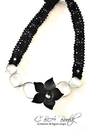 Collier argenté fleur noir et swarovki