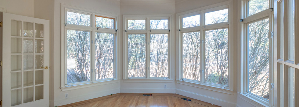 Sunroom with muralled ceiling - Before