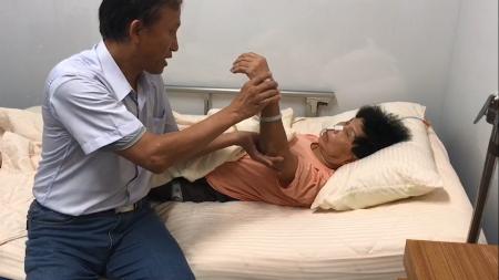 拔除鼻胃管,勇敢的康奶奶!