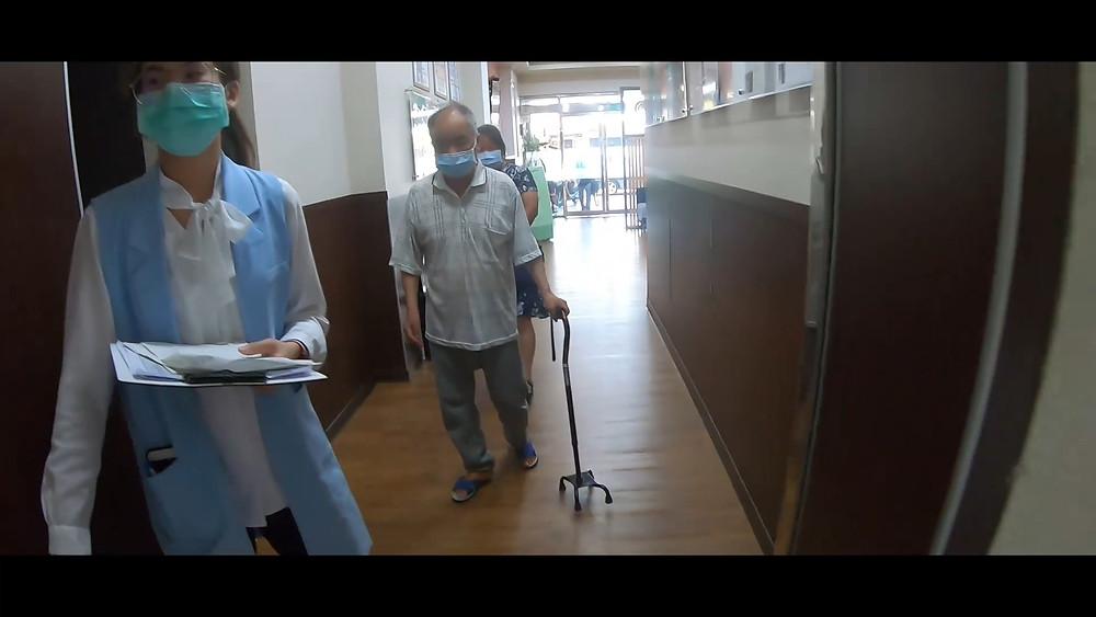 江先生持續規律回診 已擺脫輪椅自行走路
