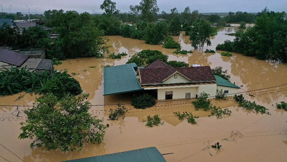Foto dell'alluvione che ha colpito il centro del Vietnam