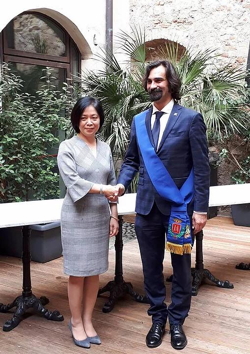 Incontro tra l'Ambasciatrice Vietnamita e il Presidente della Provincia di Verona