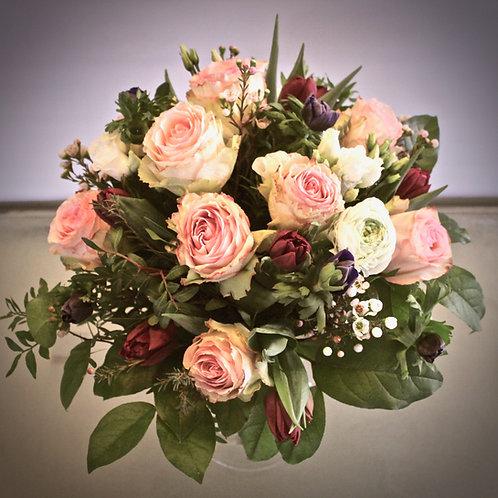 großer Blumenstrauß mit Rosen
