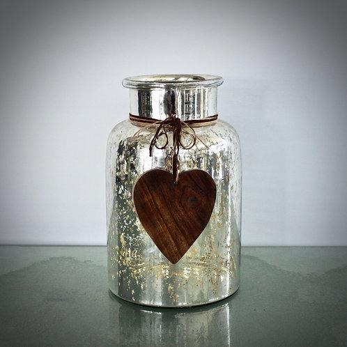 Vase mit Holzherz
