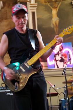 Roger Seierland - Lead Guitar