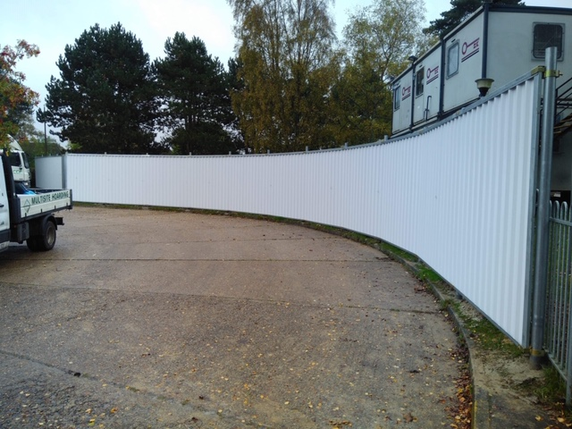 Multisite hoarding can curve around bends