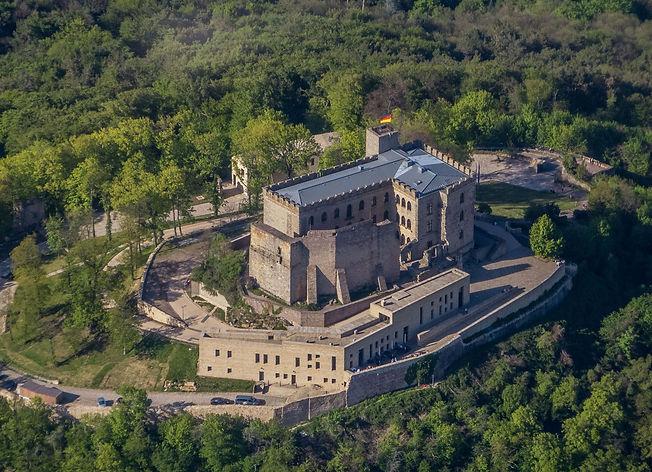 Hambacher_Schloss_Luftaufnahme-min_kompr