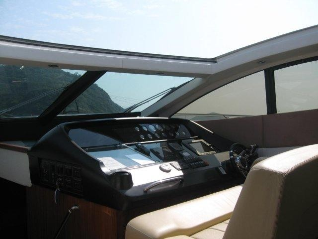 sunseeker_predator_62_-_canopy_opened_and_helm