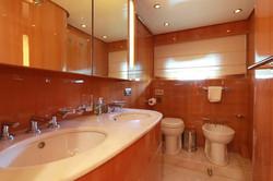 leopard_26_-master_toilet