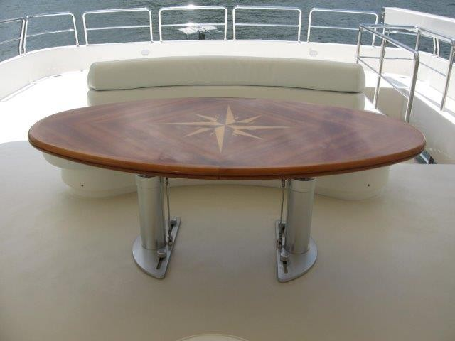 2000_azimut_100_jumbo_flybridge_table
