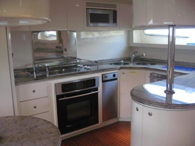 2000_azimut_100_jumbo_galley8