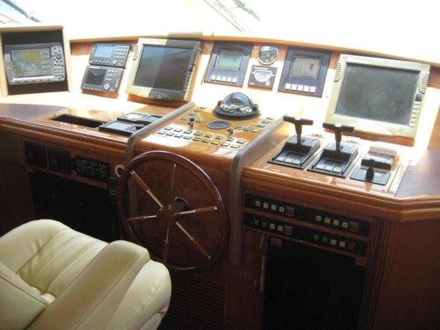 2000_azimut_100_jumbo_lower_helm2